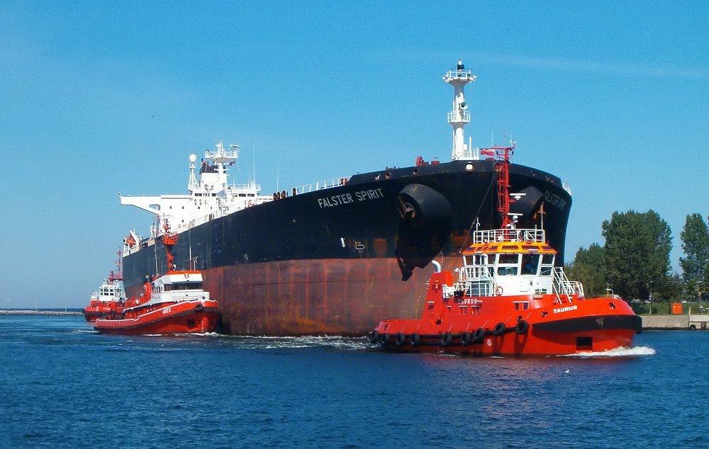Brosen_tugboats_tanker
