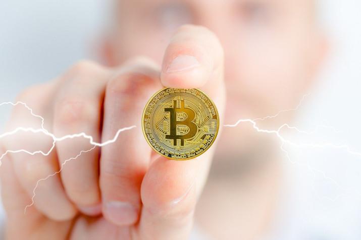 Bitcoin znów powyżej 57 000 dolarów